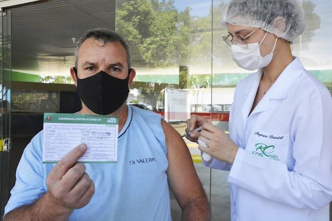 Saúde inicia vacinação de adolescentes de 14 anos e aplica segunda dose neste sábado (4)