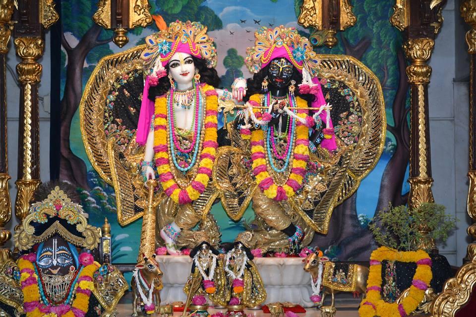ISKCON Ujjain Deity Darshan 09 April 2016 (17)