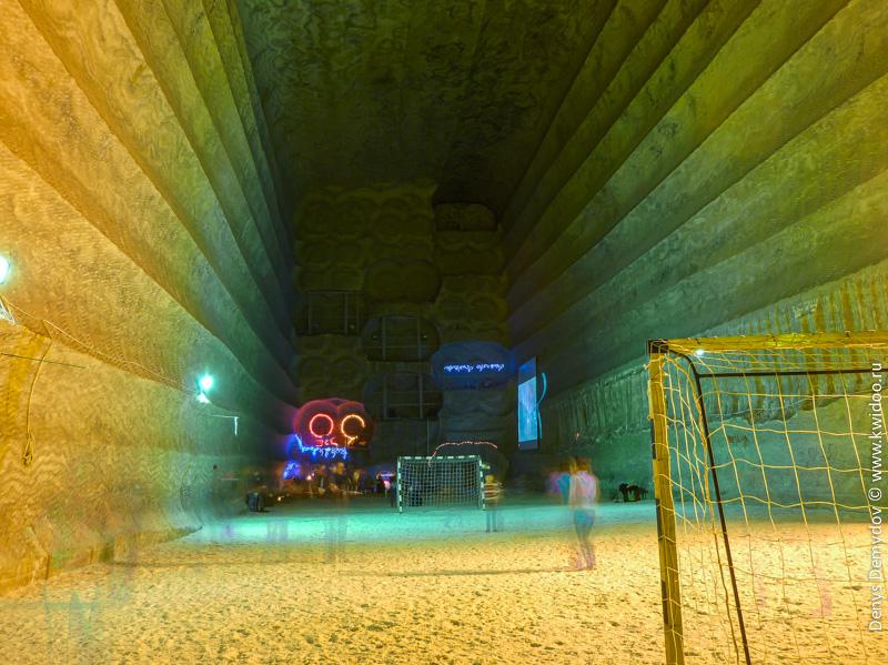 Подземное футбольное поле