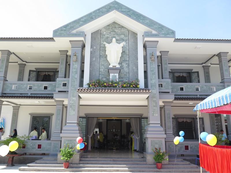 Giáo xứ Hà Dừa: Hình ảnh thánh lễ bổn mạng Thánh Tâm Chúa Giêsu và khánh thành nhà xứ mới vào lúc 9g30 ngày 5/6/2016