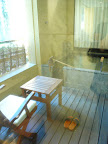 翠松園 部屋のテラスと露天風呂