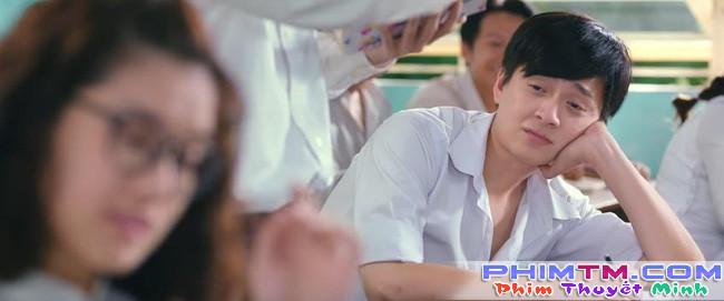 Ngô Kiến Huy thất tình ngồi khóc và hát nghêu ngao trong trailer Cô Gái Đến Từ Hôm Qua - Ảnh 4.