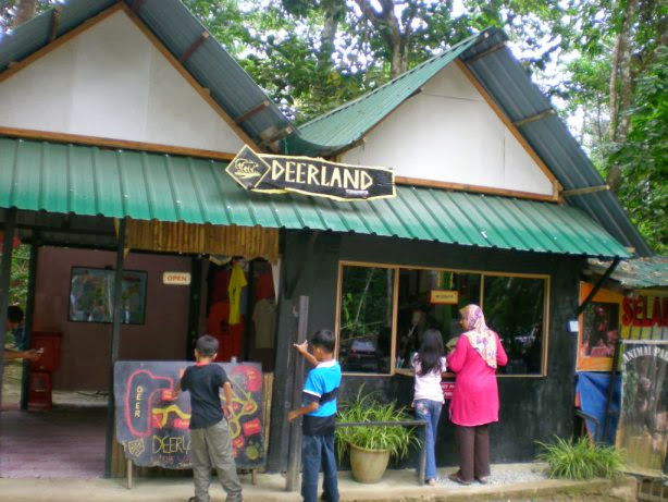 Taman-Rusa-Deerland-Park