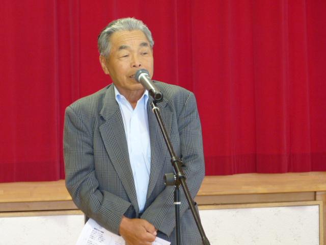 閉会の挨拶をする 田中副代表
