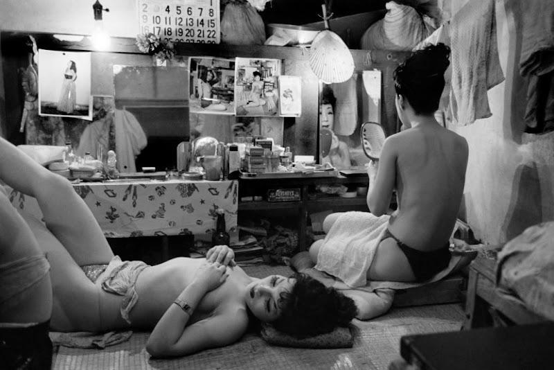 Werner Bischof - Japan, Tokyo, 1951 - Striptease club