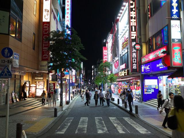 横浜西口のドン・キホーテなどがあるパルナード通り