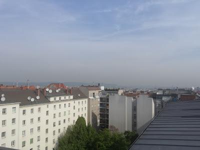 Das aktuelle Wetter in Wien-Favoriten am 30.04.2015:  Der letzte Apriltag verspricht nicht so schönes Wetter wie am gestrigen Mittwoch aber ähnliche Temperaturen (max. 16.7°C am Mittwoch). Der Sonnenschein wird abgelöst von Wolken, am Nachmittag ist sogar etwas Regen möglich. #wetter  #wien  #favoriten  #wetterwerte
