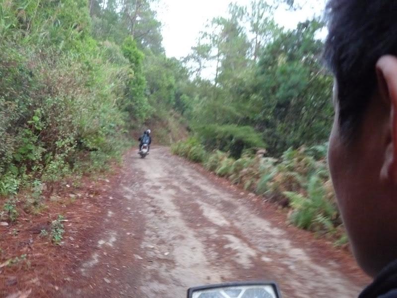 Au petit matin en moto pour rejoindre le car