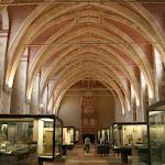 Musée d'archéologie nationale, Salle d'archéologie comparée : vue d'ensemble