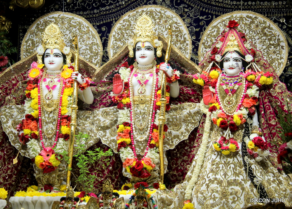 ISKCON Juhu Sringar Deity Darshan on 11th Sep 2016 (38)