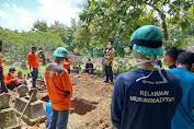 Begini Perjuangan Relawan Kamboja MCCC Ponorogo Saat Makamkam Jenazah Pasien Covid-19