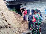 Pengecekan Tanah Longsor Oleh Anggota Koramil 04/Samigaluh