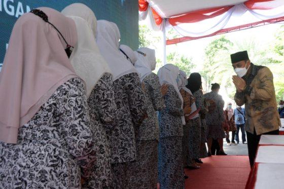 Warga Surabaya Langsung Dapat Akta Kelahiran Tanpa ke Dispendukcapil