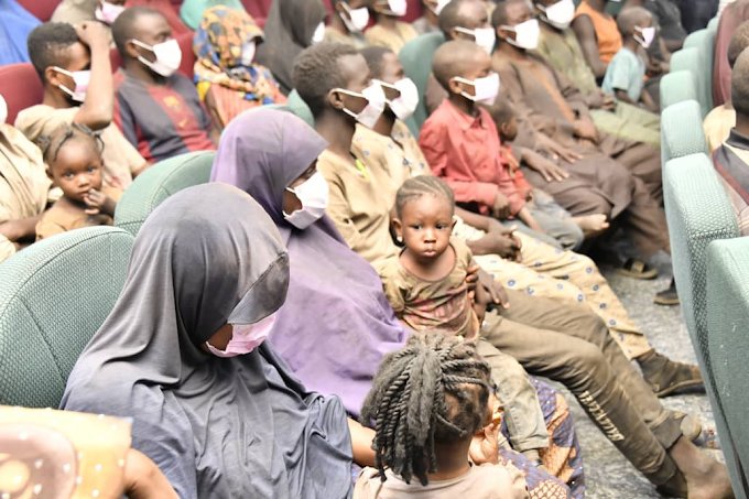 21 Passengers Abducted In Niger State Regains Freedom; Receives By Niger State Governor (Photos)