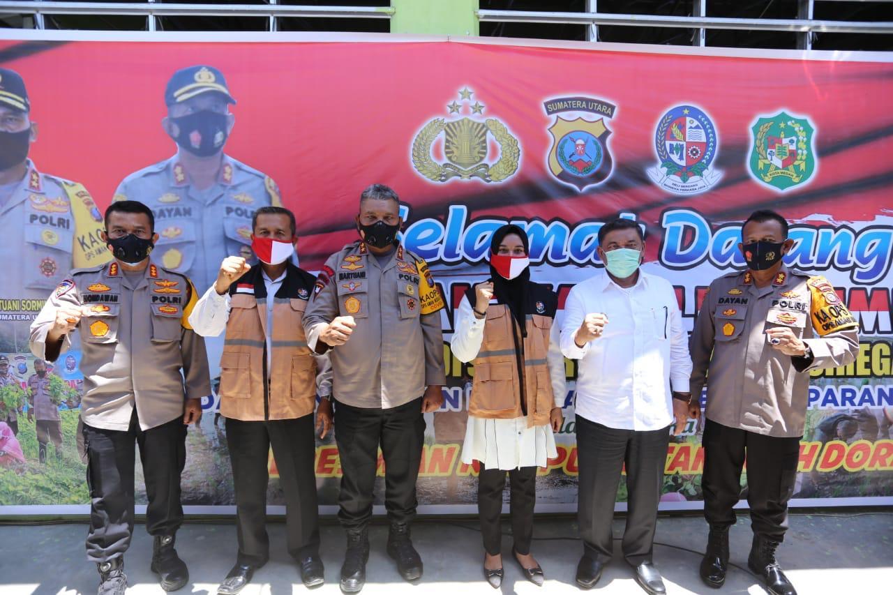 Kapolda Sumut Irjen Pol Martuani Sormin,M.Si Resmikan Kampung Tangguh di Hamparan Perak