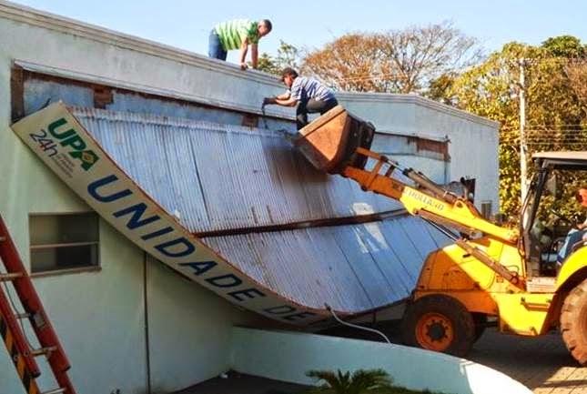 Entrada de urgência e emergência da UPA desaba.