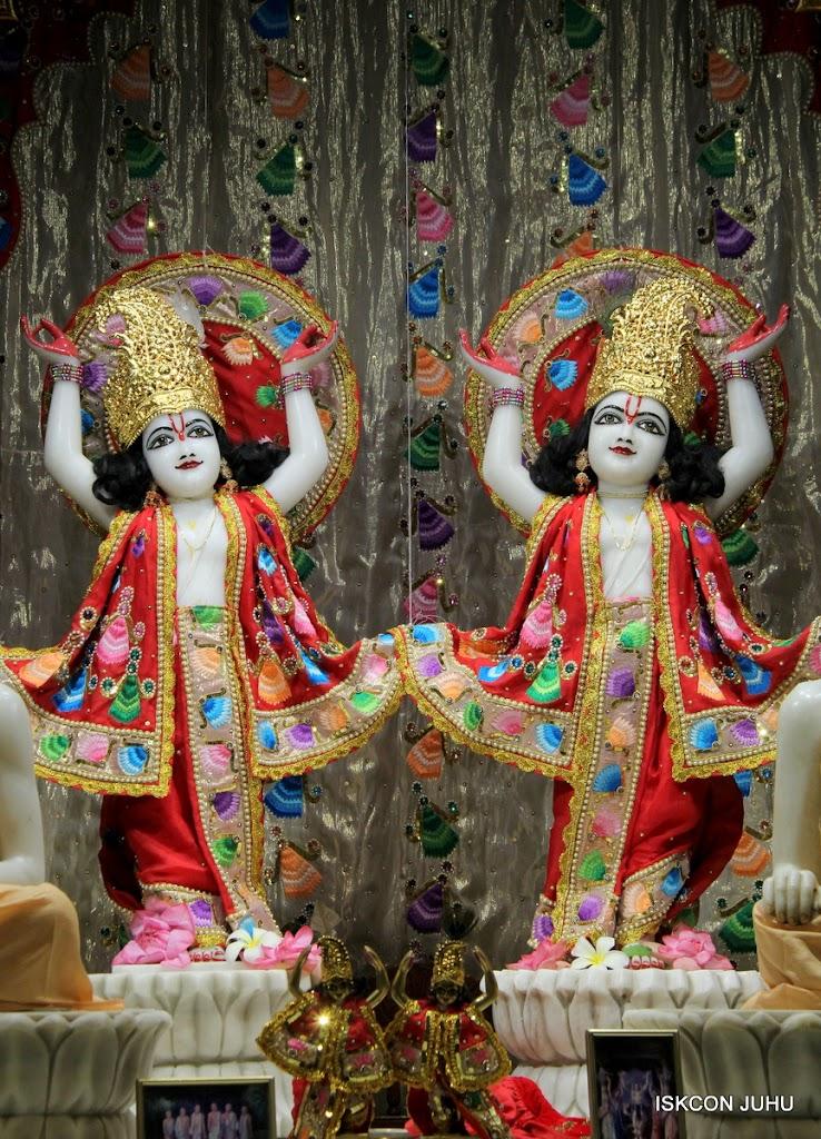 ISKCON Juhu Mangal Deity Darshan on 28th Aug 2016 (37)
