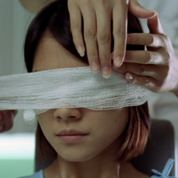 Глаз (2002)  The_Eye_%2525282002%252529_by_Pang_Brothers