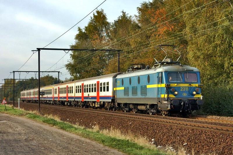 2311 in Hever Lijn 53 20.10.2009 (foto Axel Vermeulen)