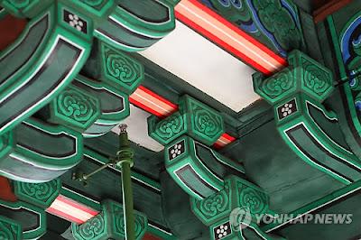 今年復元した韓国の南大門、既に材木や瓦に亀裂、彩色剥がれ落ちる「手抜き」疑惑が浮上。韓国紙「日本のせいだ」と早くも火病