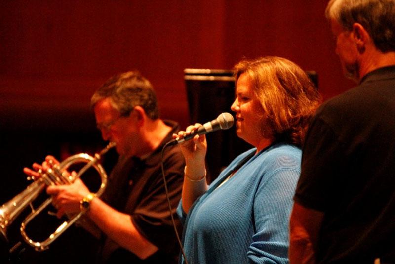 Jennifer-Barnes-sings