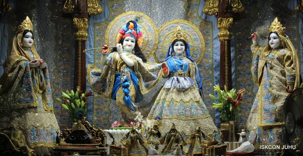 ISKCON Juhu Mangal Deity Darshan on 24 April 2016 (34)