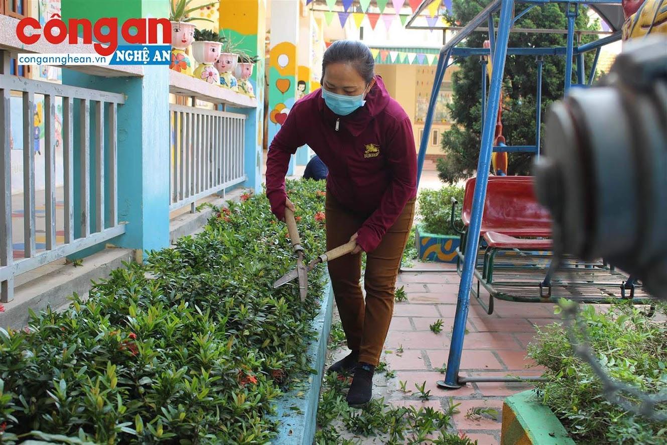 """""""Nhà trường đã sẵn sàng cho ngày học sinh trở lại"""", thầy Dương Đình Hạnh – Hiệu trưởng trường Tiểu học Nghi Tiến cho biết."""