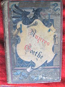 Tapa anterior, con un diseño modernista con elementos medievales románticos