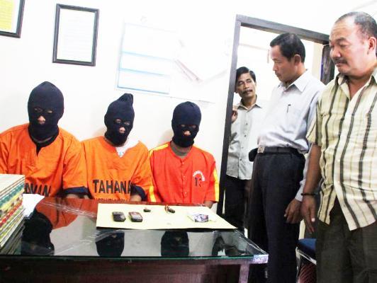 Berita foto video ngawi terkini: tiga kuris sabu di cokok polisi