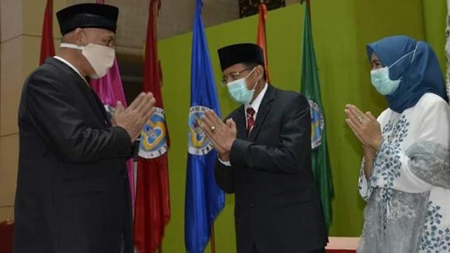 Wako Mahyeldi Berikan Selamat Kepada Ganefri yang Dilantik Kembali Sebagai Rektor UNP.