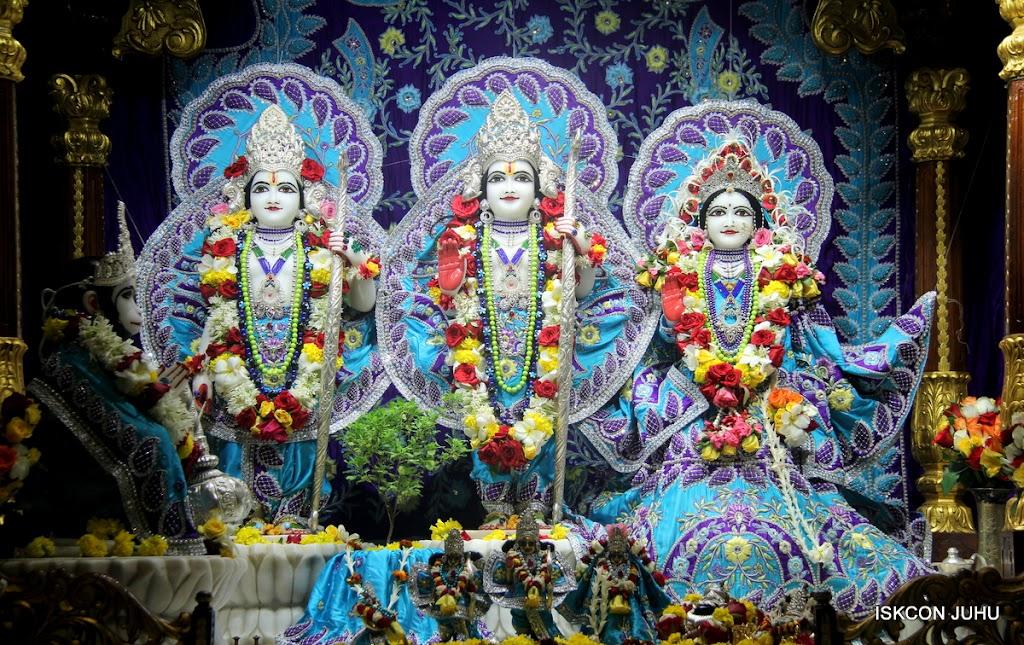 ISKCON Juhu Sringar Deity Darshan on 7th July 2016 (28)