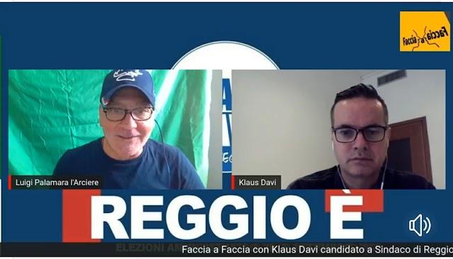 """COMUNALI: KLAUS DAVI, """"SE VOTATE IL COMPARE POI NON LAMENTATEVI SE REGGIO RIMARRÀ NELLA M….."""" (VIDEO)"""