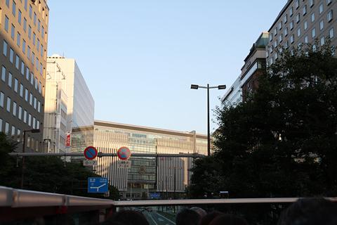 西日本鉄道「福岡オープントップバス」 赤塗装 車窓 大博道路 博多駅近辺
