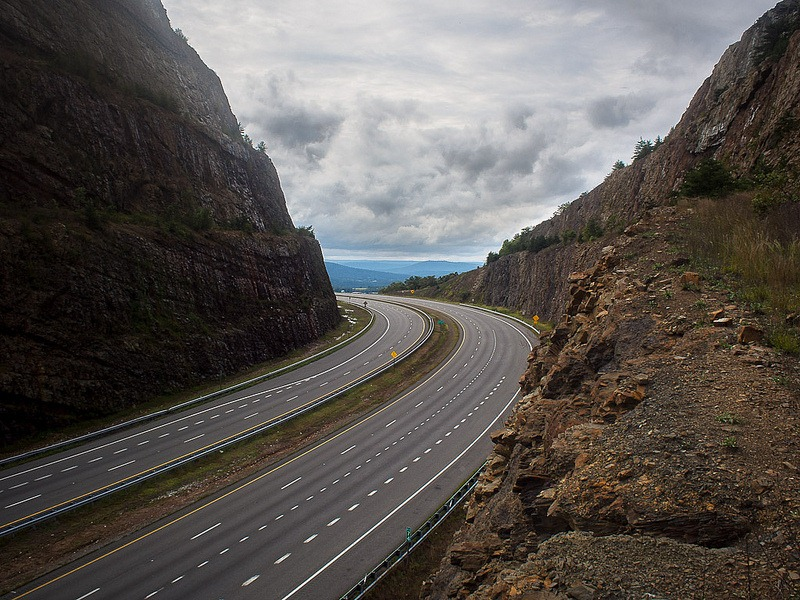 Sideling-Hill-Road-Cut-12
