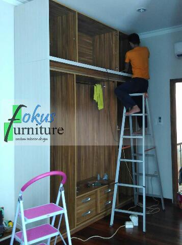 Proses perakitan lemari/wardrobe di lokasi nusa loka bsd