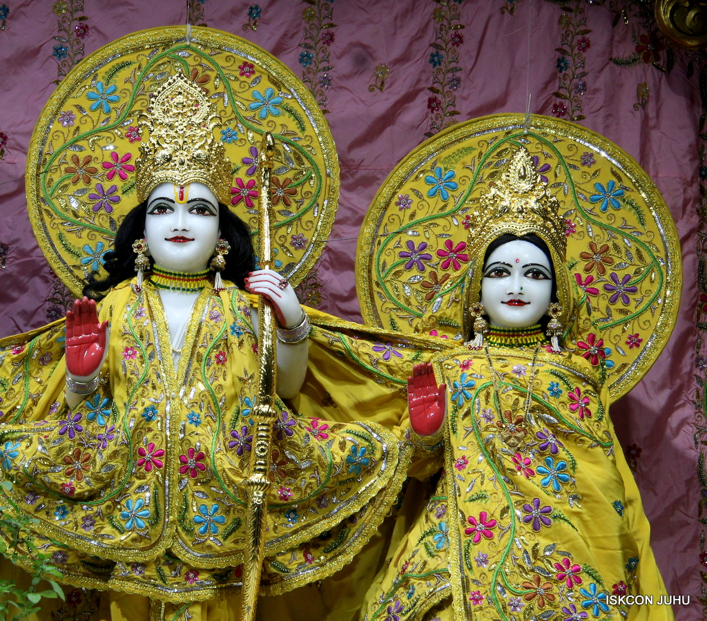 ISKCON Juhu Mangal Deity Darshan on 19th Oct 2016 (12)