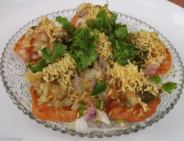 Sev Batata Puri Recipe | How to make Bombay Chaat Dahi Sev Batata Poori | Delicious recipe by Kavitha Ramaswamy from Foodomania.com