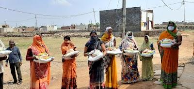 गरीब लोगों एवं ड्यूटी पर लगे पुलिसकर्मियों की सेवा में लगे हैं राजेन्द्र पिपलोदा | Shivpuri News