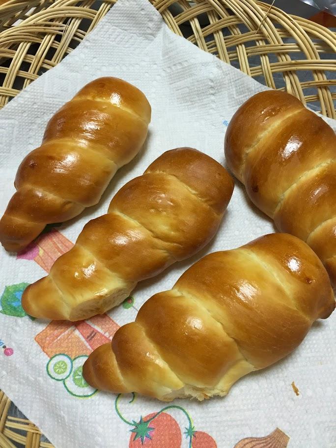 コルネ・クリームパン・ロールケーキ
