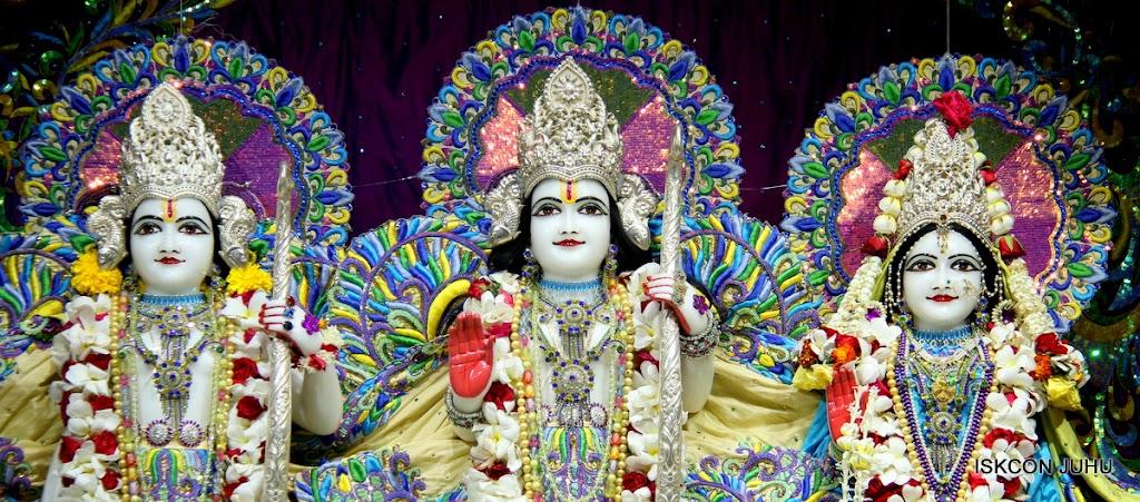 ISKCON Juhu Sringar Deity Darshan on 28th April 2016 (23)