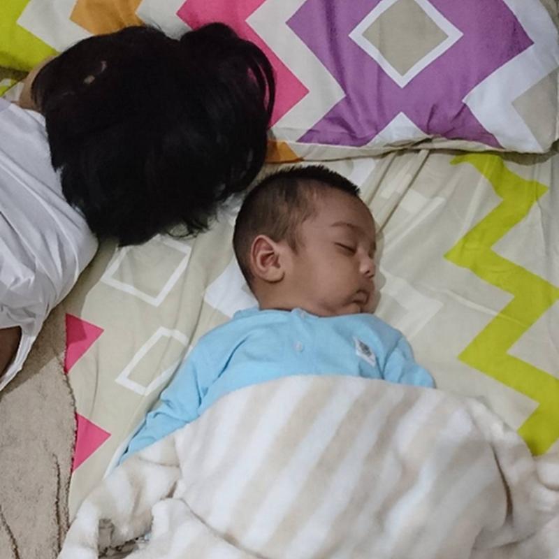 Di rumah Aariz tidur di dalam buaian. Apakah sukar bila travel nanti ?