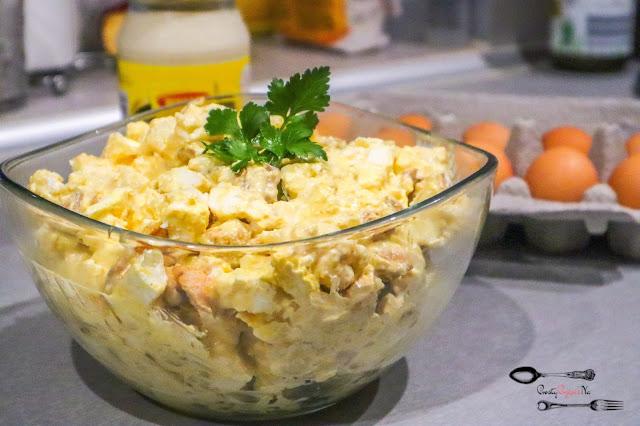 sałatki,sałatka z kalafiorem,sałatka z kalafiorem i fetą, sałatka z jajkami, sałatka z sosem musztardowym,