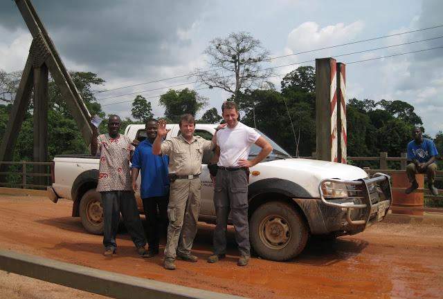 Pont sur la Tanoé à Fawmang. Henrik Bloch & Jan Flindt Christensen. Ghana, 22 décembre 2009. Photo : Henrik Bloch