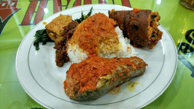 makanan sehat bulan puasa nasi padang asam pade