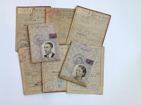 Persoonsbewijzen en eerste en tweede distributiestamkaarten. Enschede. http://www.secondworldwar.nl/enschede/