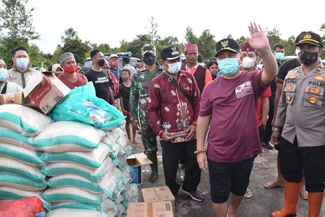 Gubernur Kalteng Ajak Istrinya Salurkan Bantuan Korban Banjir