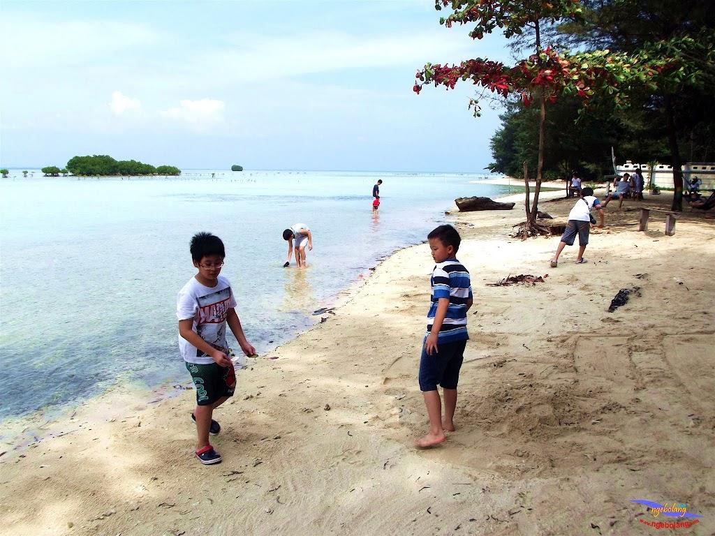 family trip pulau pari 140716 Fuji 031