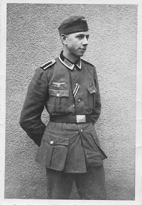 German+WWII+Photo+single+soldier.jpg