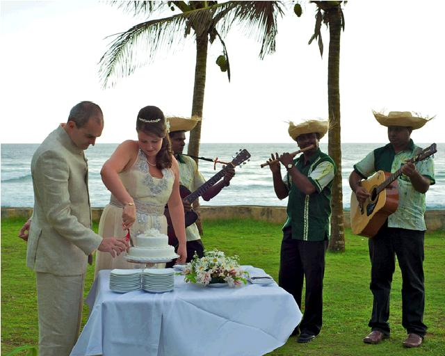 The Fortress - wedding%2Bcake.JPG