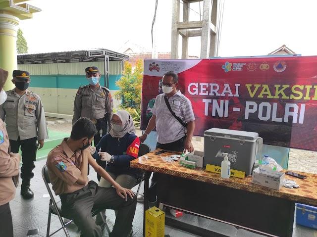 800 Pelajar SMAN 1 Ngunut Tulungagung, Antusias Mengikuti Vaksinasi di Gerai Vaksin TNI POLRI